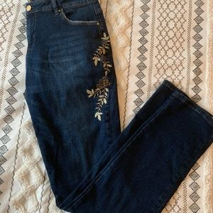 Boho embroidered jeans 🌻